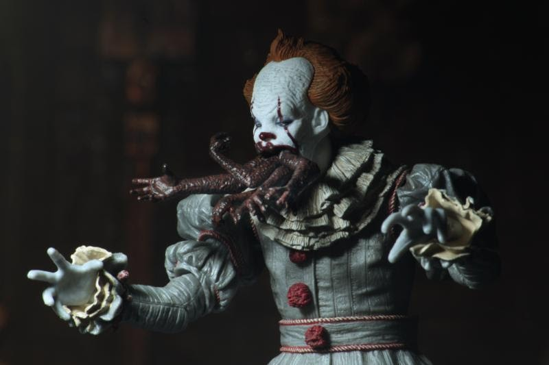 Action Figure IT Ultimate Dancing Clown Pennywise 7