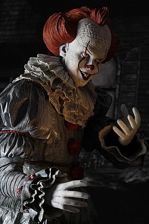 IT Pennywise 1/4 Scale Action Figure